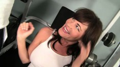 Bella Roxx changes her workout routine to spend her energy on a big pecker