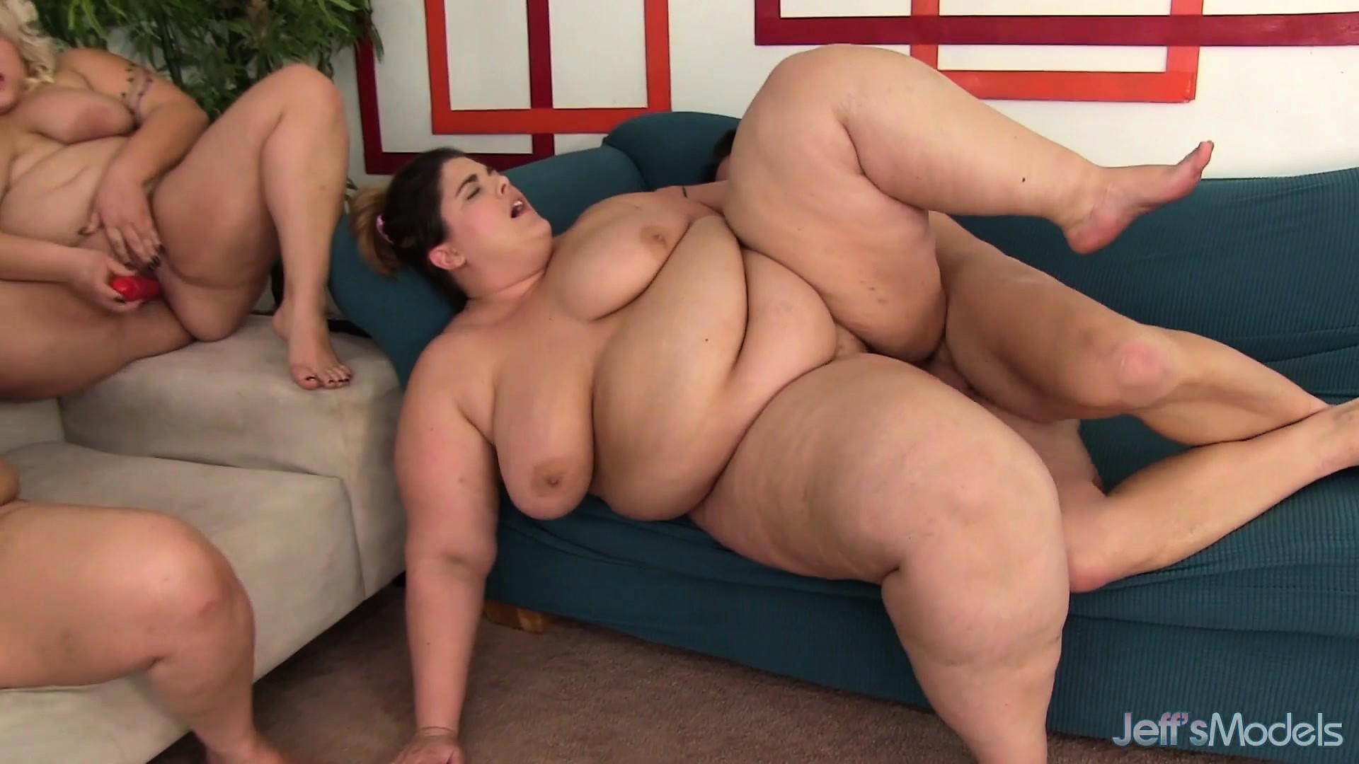 Порно с жирными лесбиянками
