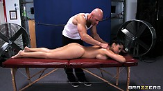 This masseur doesn't waste time feeling up such a fine bimbo