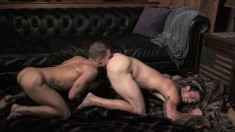 Kinky gay stud uses the art of seduction to get his ass drilled good